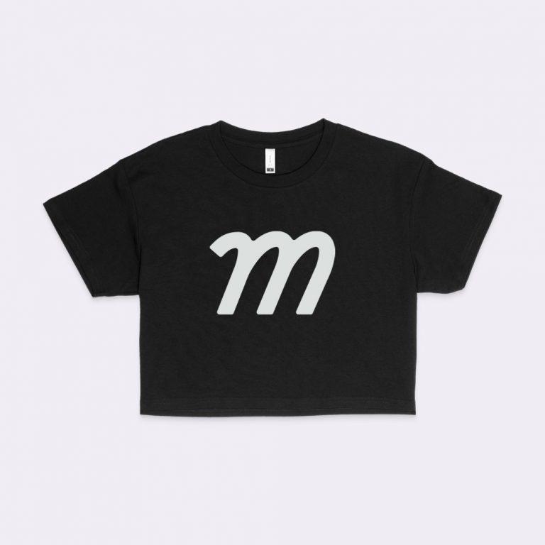 crop t-shirt mockup generator